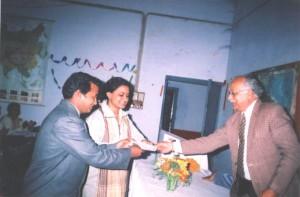CS singh presenting Nishi Gaur Award to Winners