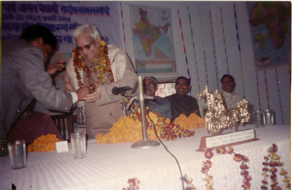 Dr. Arvind Singh Convenor 12th Prithvi Parva garlanding Prof. R.P. Pandey, V.C.